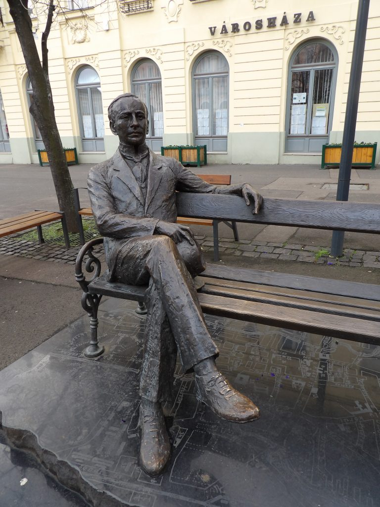 Puky Árpád szobra